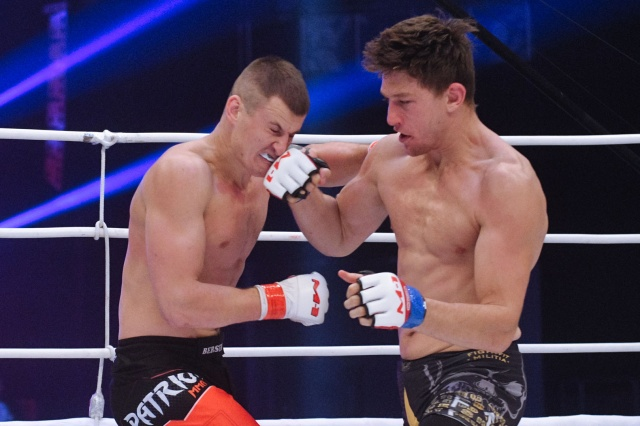 Марк Хьюм vs Вадим Шабадаш, M-1 Challenge 93
