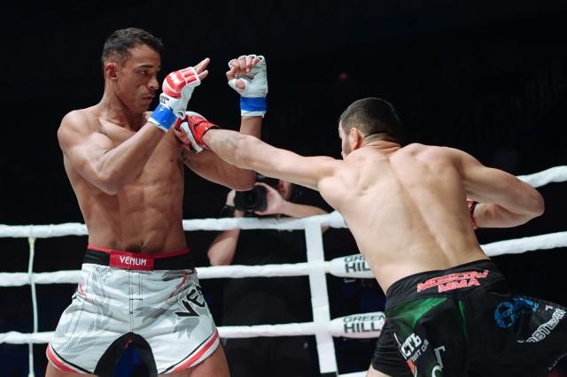 Rubenilton Pereira vs Magomedkamil Malikov, M-1 Challenge 105
