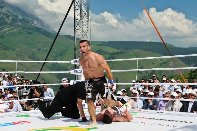 Salman Dzhamaldaev vs Antun Racic, M-1 Challenge 33