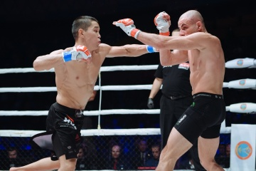Ассу Алмабаев vs Крис Келадес, M-1 Challenge 105