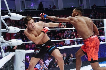 Браян Хоой vs Виктор Колесник, M-1 Challenge 83&Tatfight 5